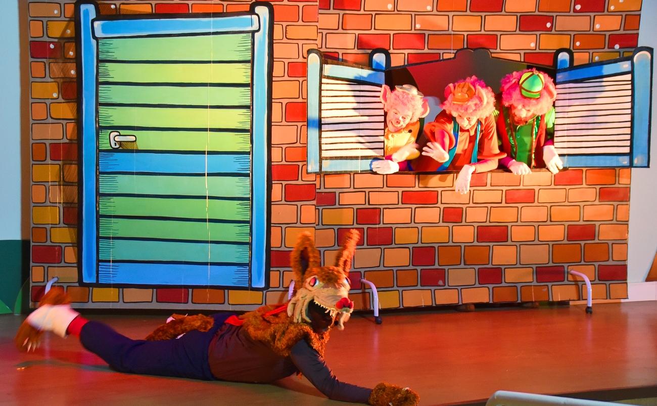 Teatro do Clubinho - Os 3 Porquinhos (RF) e