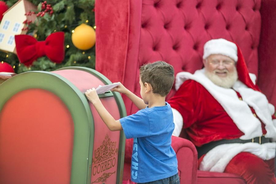 Natal - menino posta a cartinha (GT)
