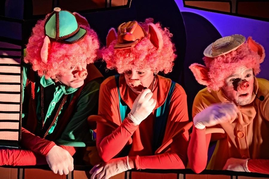 thumbnail_Teatro do Clubinho - Três Porquinhos - (RF)