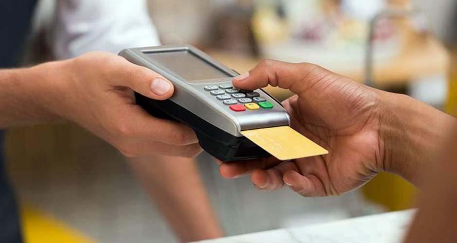 2018-10-09-cartao-de-debito-ou-credito-qual-a-melhor-opcao-situacoes